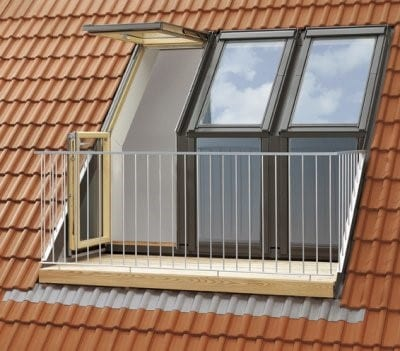 Strešni balkon pa lahko ustvarimo tudi s kombinacijo dveh različnih tipov oken.