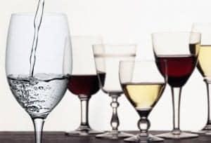 Pijte zadostno količino vode in zmanšanjte vnos alkohola