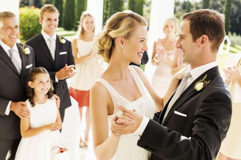 Poročna glasba vpliva na atmosfero na porokah