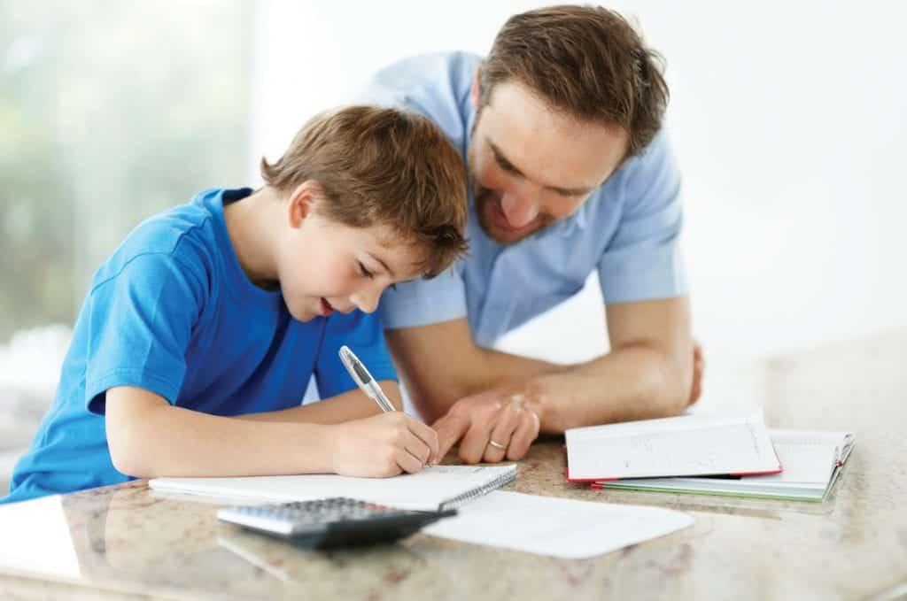 Z učenjem tujih jezikov ne izboljšate le otrokovega razumevanja sveta, temveč tudi družinske vezi