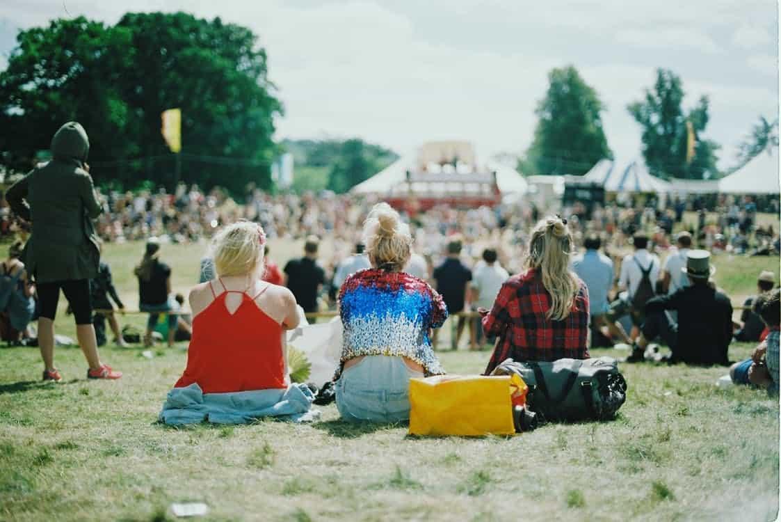 dekliščina na festivalu