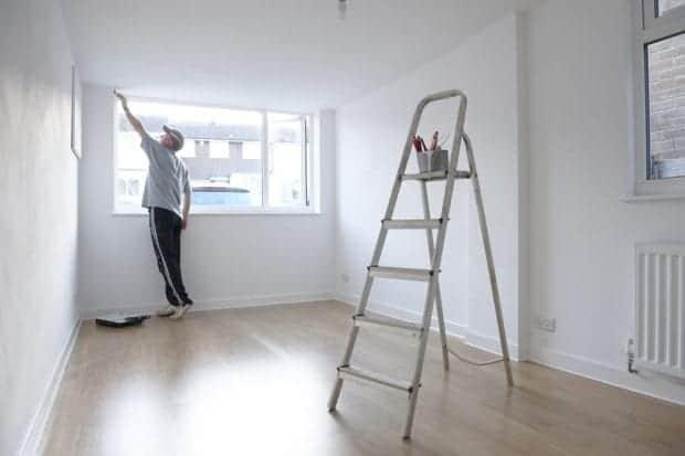 Za kakovostno beljenje sten je najpametneje zaposliti slikopleskarja