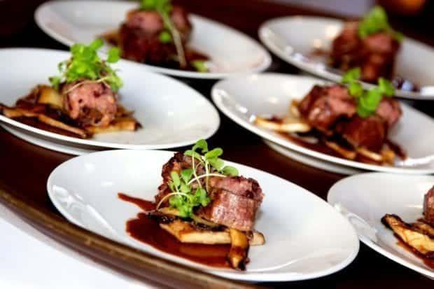 Naj si povabljenci poroko zapomnijo tudi po odlični kulinariki