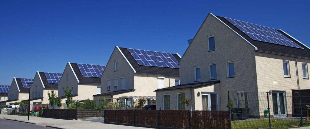 sončna elektrarna prednosti slabosti cena