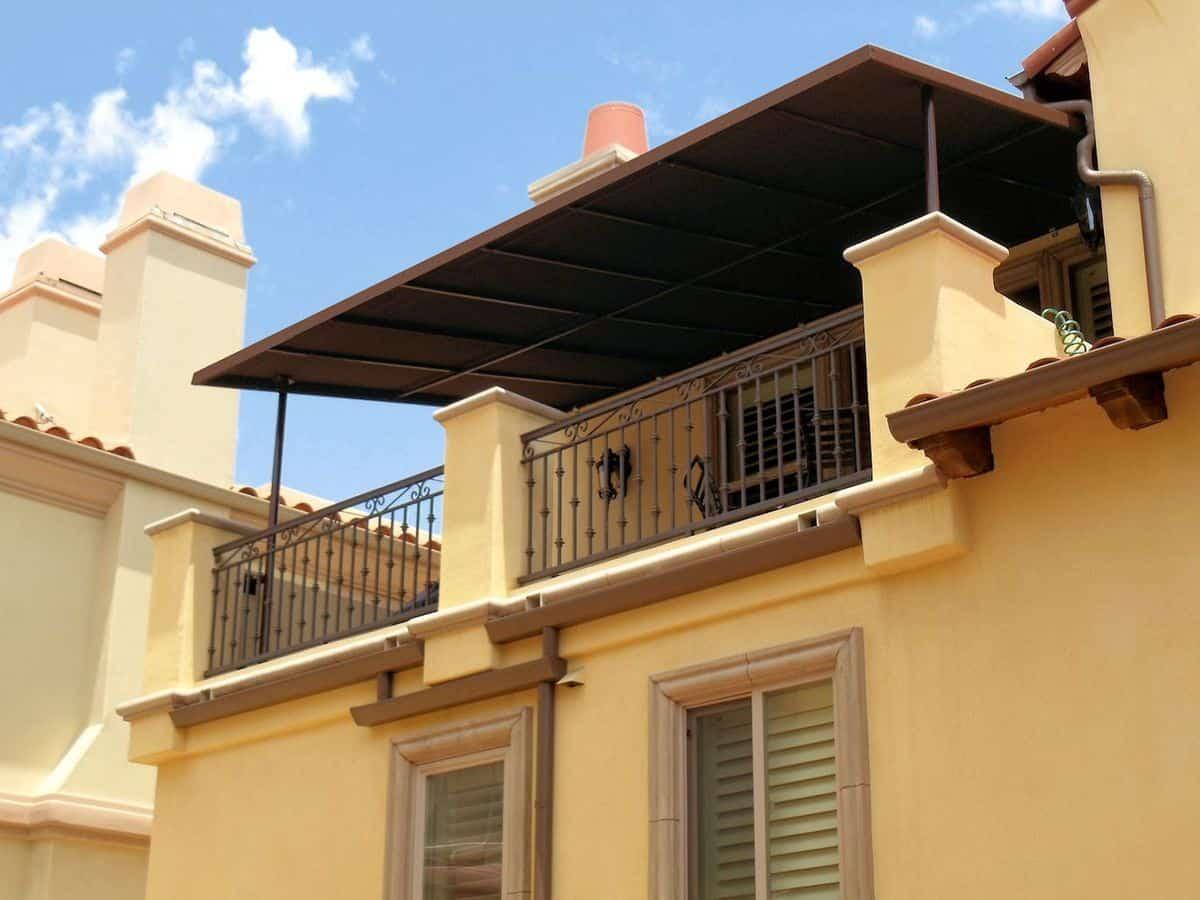 senčenje balkona nadstresek-za-balkon-lastnosti-in-cena