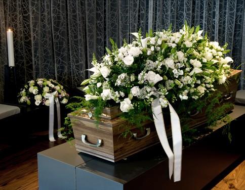 žalno-nagrobno-cvetje-ikebane-venci