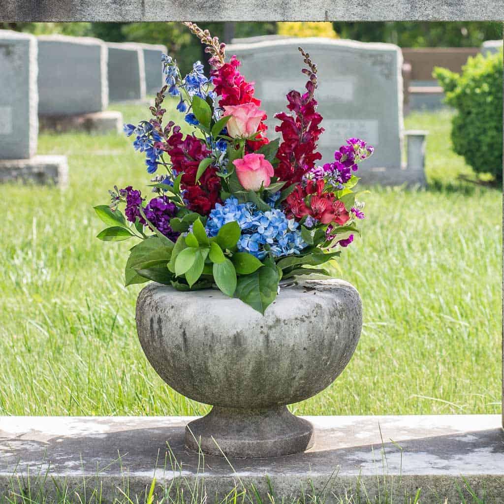 dodatki-za-nagrobne-spomenike-cenik-vaza