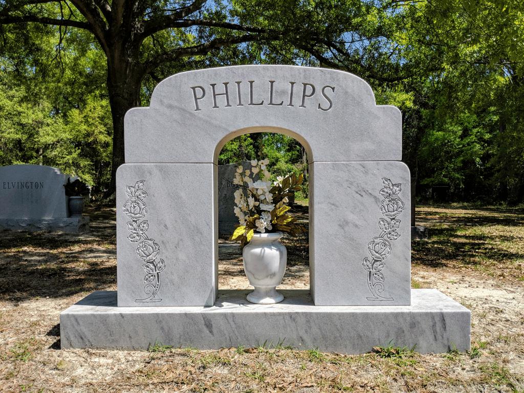 nagrobni-spomenik-iz-marmorja