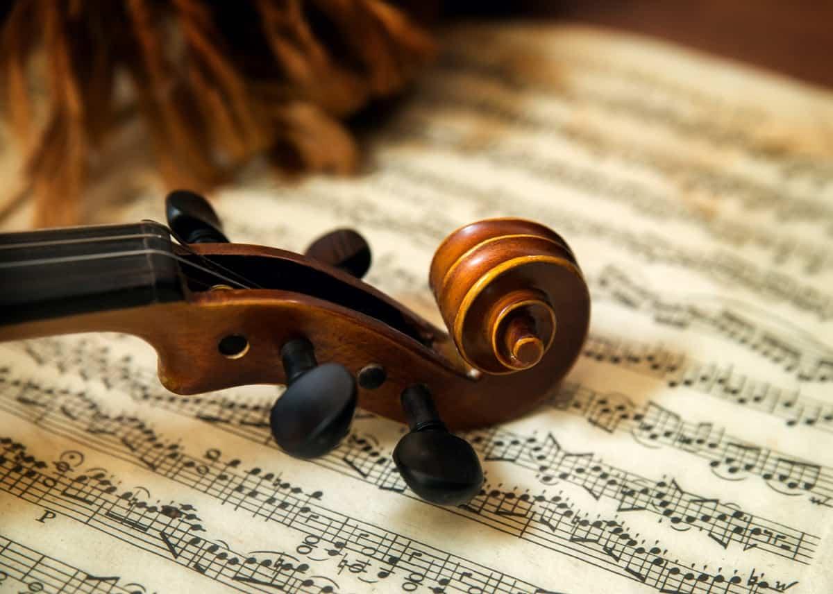 pogrebna-glasba-in-zalno-petje