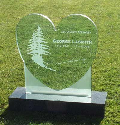 steklen-nagrobni-spomenik