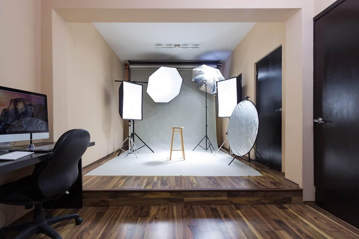 Spletna prodaja storitev s fotografijami ustvarjenimi doma