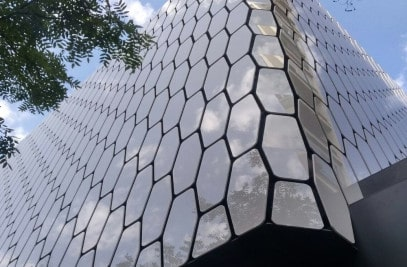 fasad-iz-kompozitnih-materialov