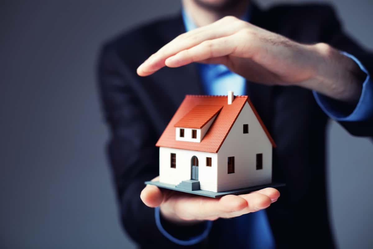zavarovalni-agenti-varnost-profesionalnost