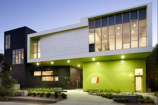 moderna-hisa-barvanje-fasade