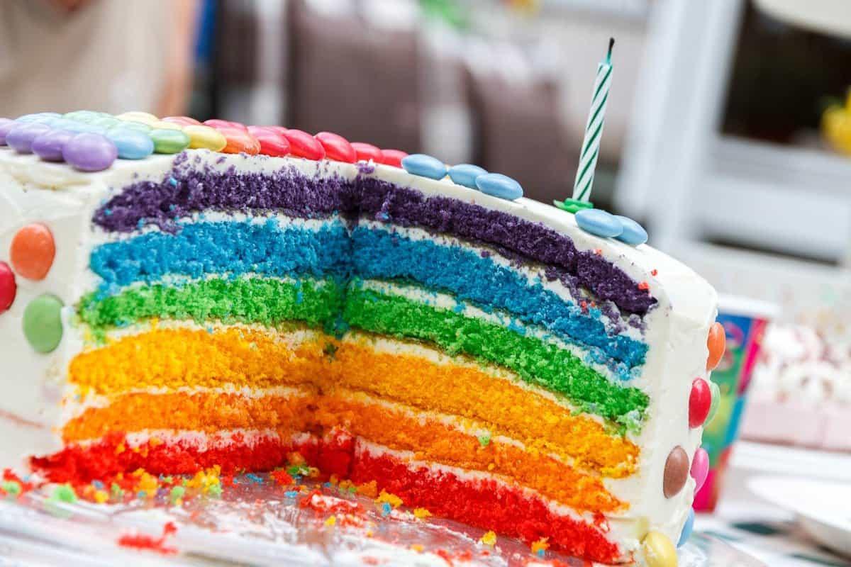 torta rojstnodnevna pisana