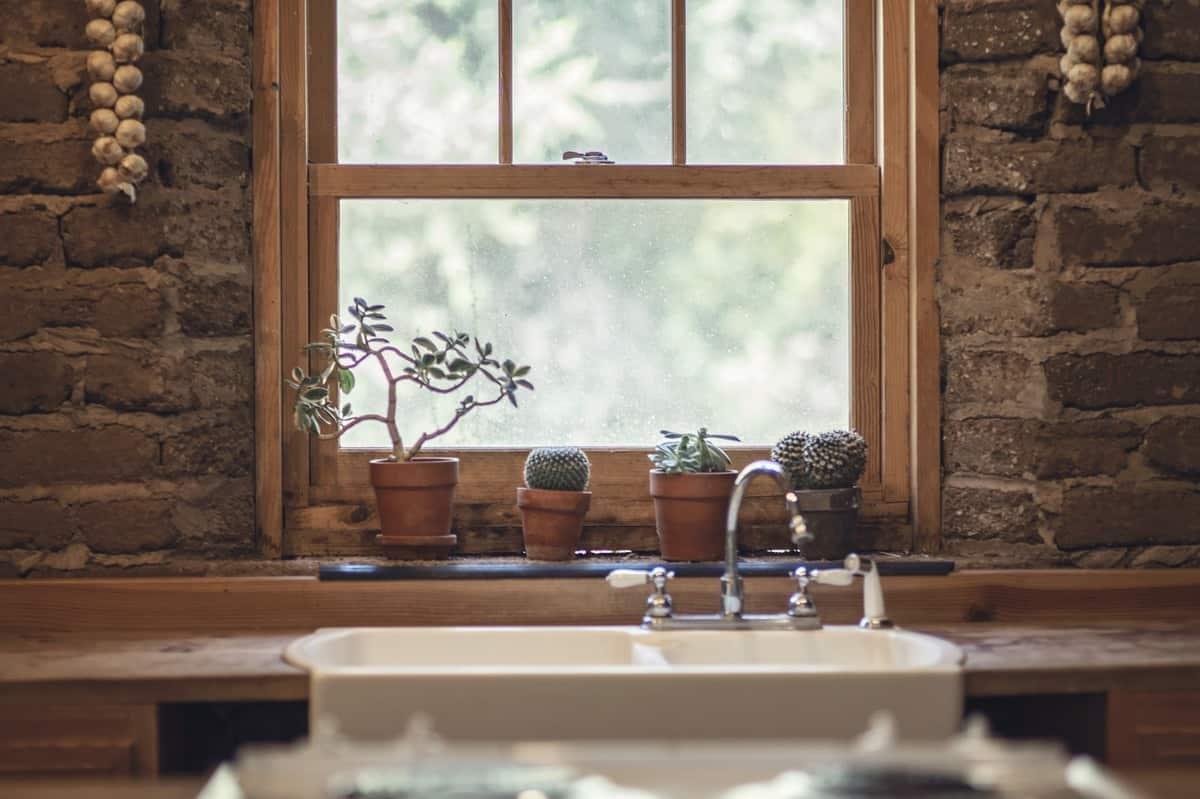 lesena-okna-rustikalno-cene-ponudniki