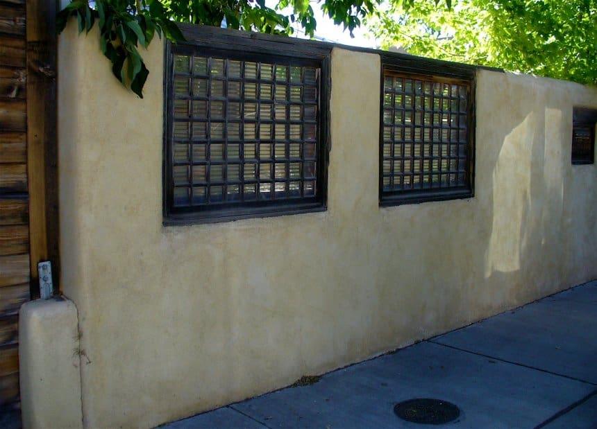 zidanje-betonske-ograje-z-okni