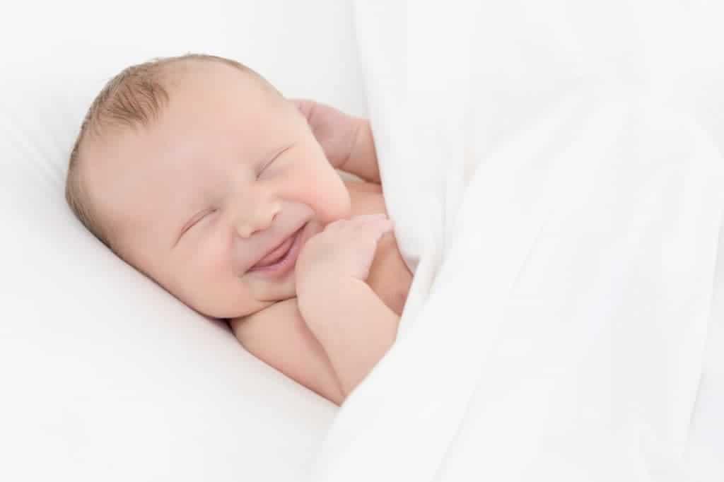 dojenčkov nasmešek med fotografiranjem