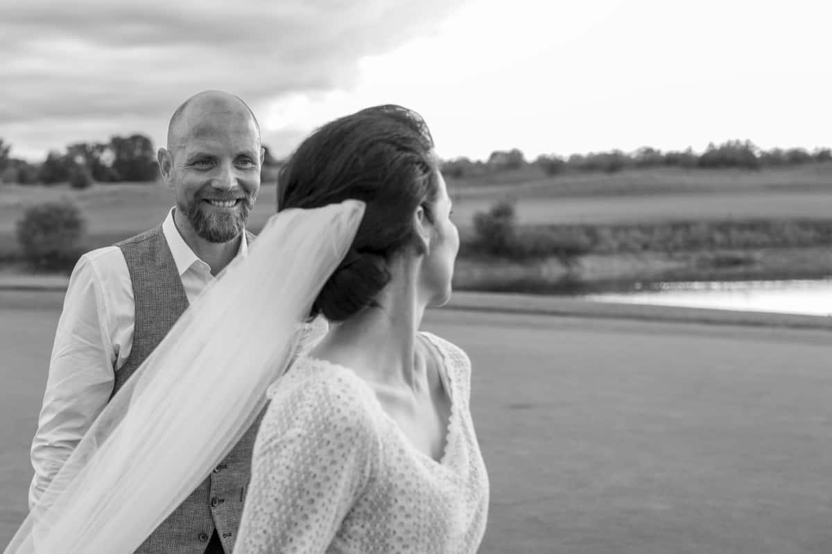 črno-bel slog poročne fotografije