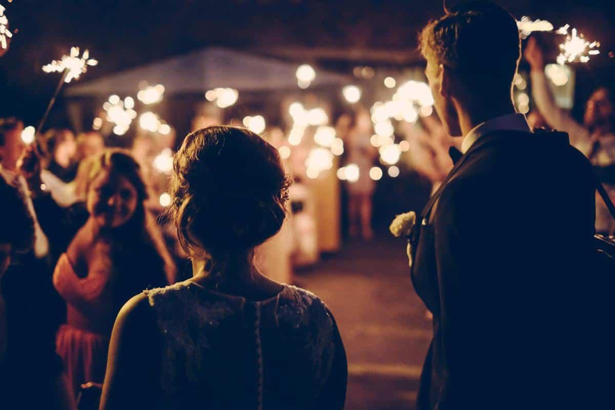 poročne fotografije zvečer