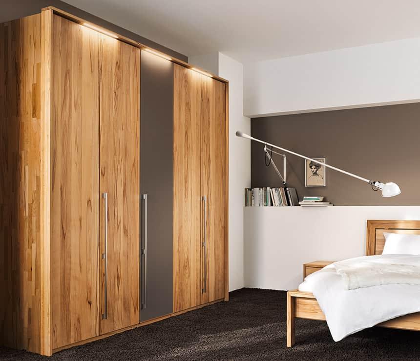 omara-postelja-spalnica-po-meri-mizar-leseno-pohistvo