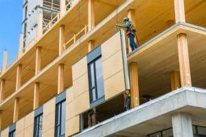 S postavitvijo lesene fasade zmanjšamo čas gradnje.