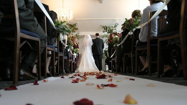poroka-v-zaprtih-prostorih-omejitve-covid-19