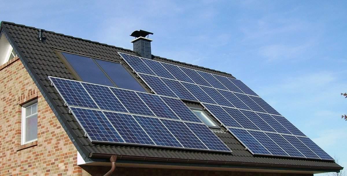 tesarstvo, solarni paneli na strehi