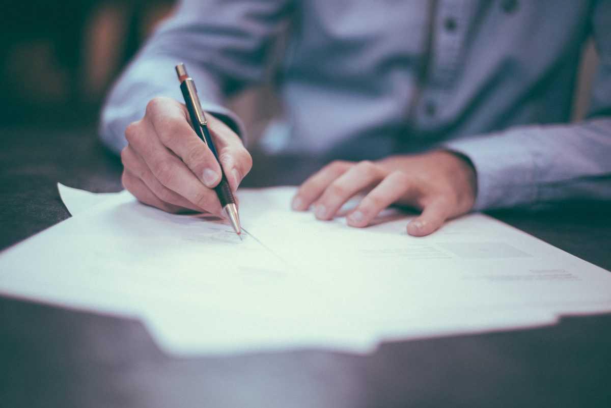 sestava-in-pregled-pogodbe