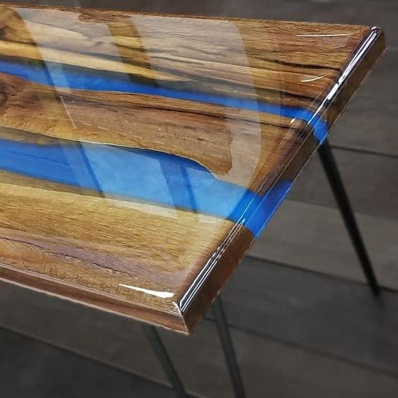 miza-z-epoksi-smolo