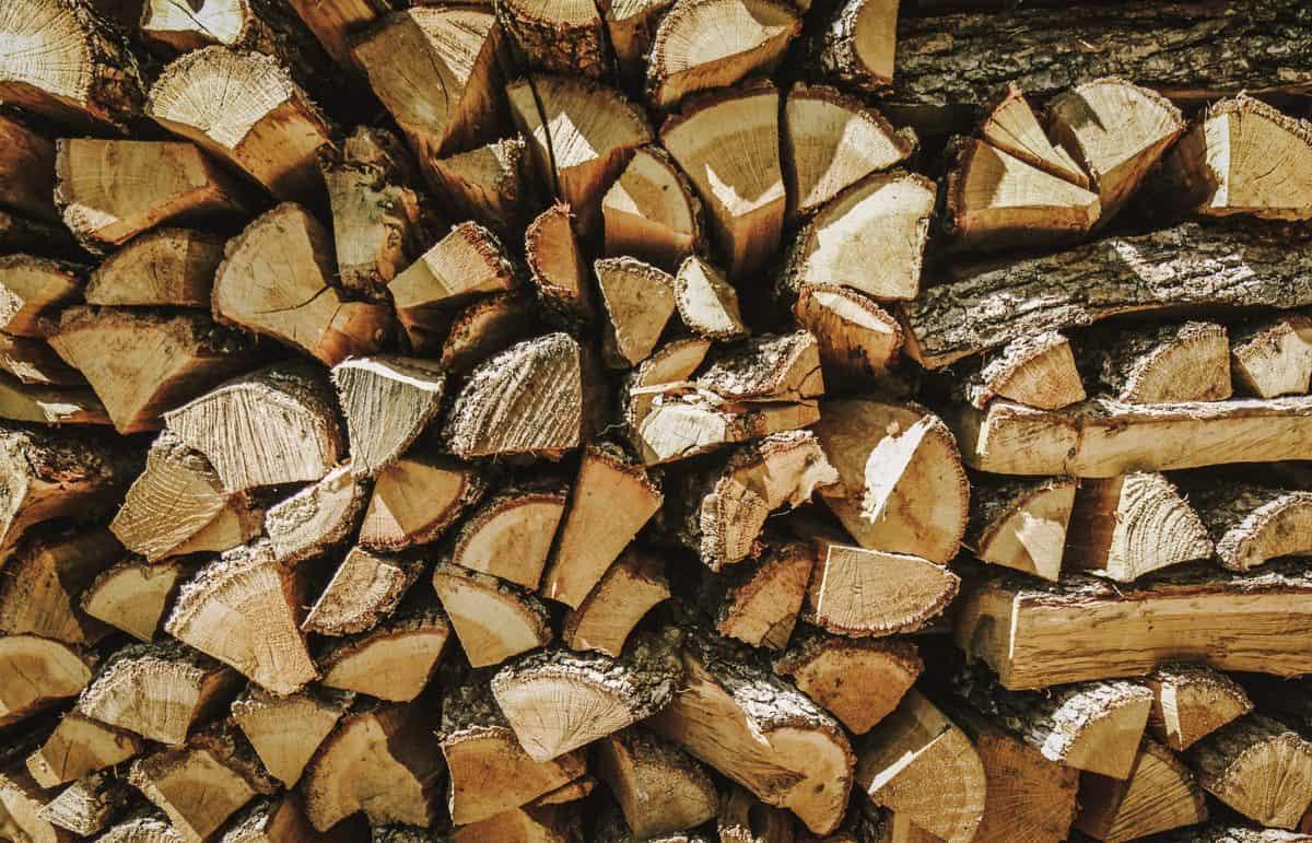 peč-na-drva-polena-ekološko