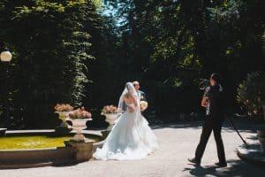 ženin in nevesta – poročni video – Photo by Leo Foureaux