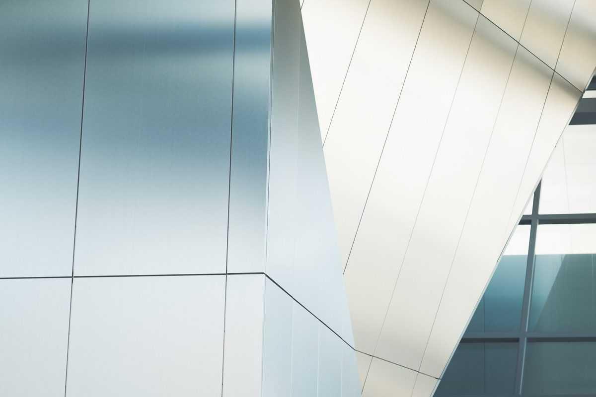 pločevinasta-fasada-moderne-zgradbe