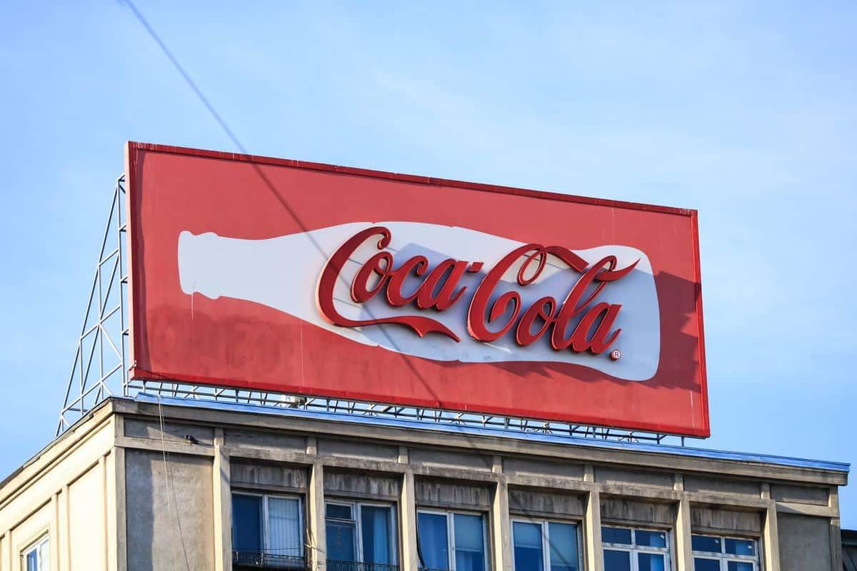 pano-reklama-cena-lastnosti-coca-cola