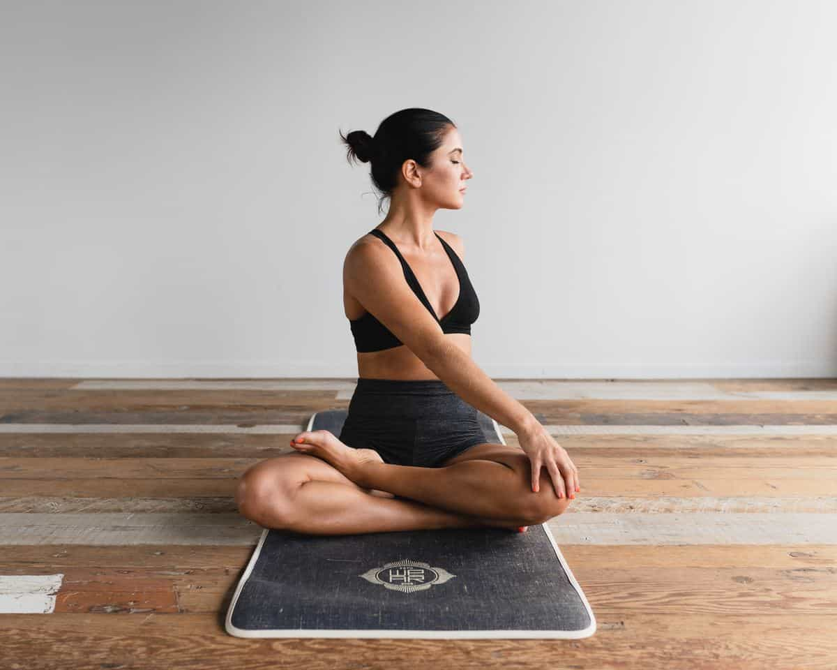 joga-meditacija-na-delovnem-mestu-cena