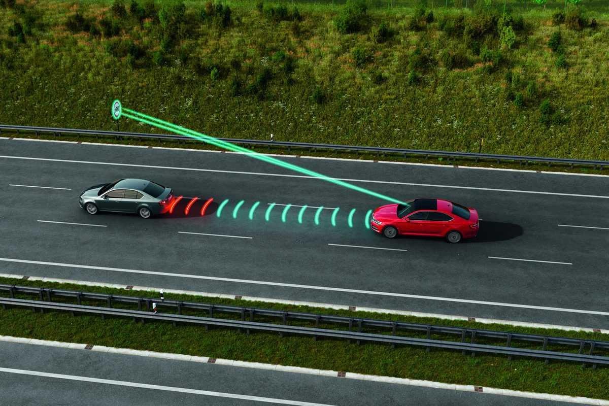 Radarski tempomat in branje prometnih znakov pride prav...