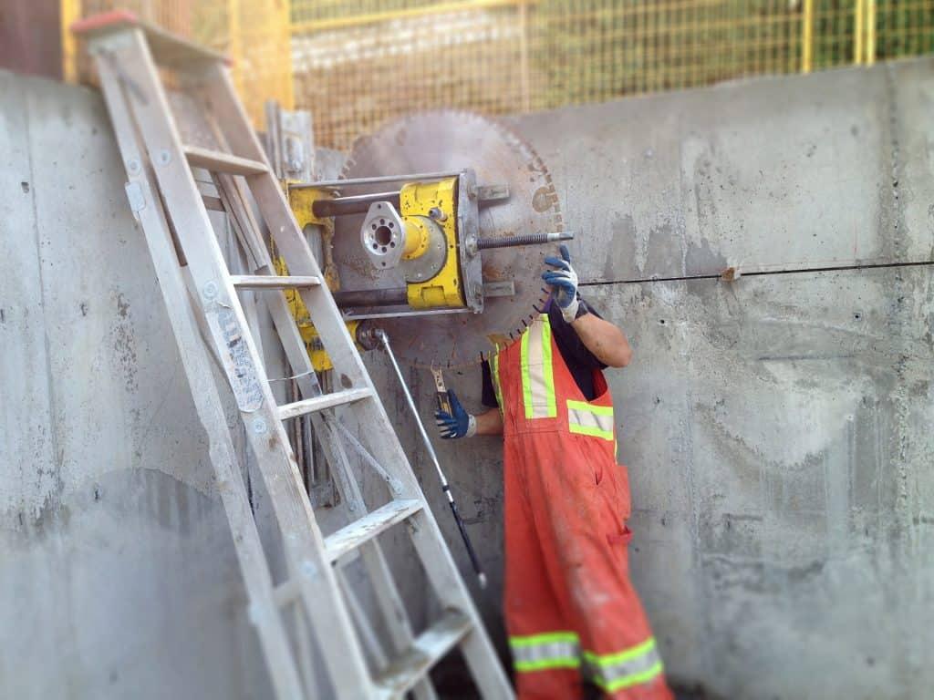 rezanje betona stene delavec