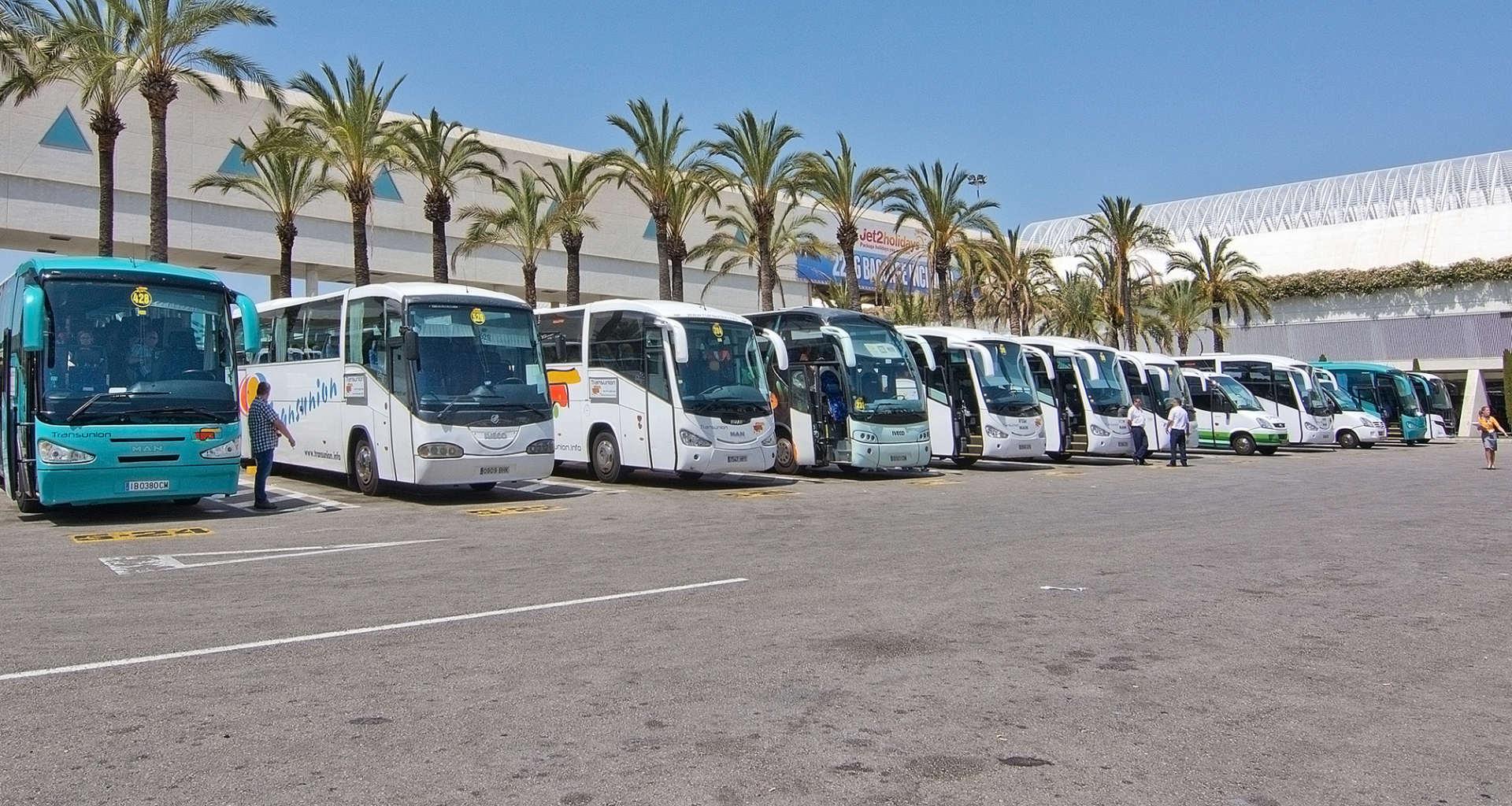 Želite najeti avtobus? Pomagali vam bomo najti pravega ponudnika za najem avtobusa