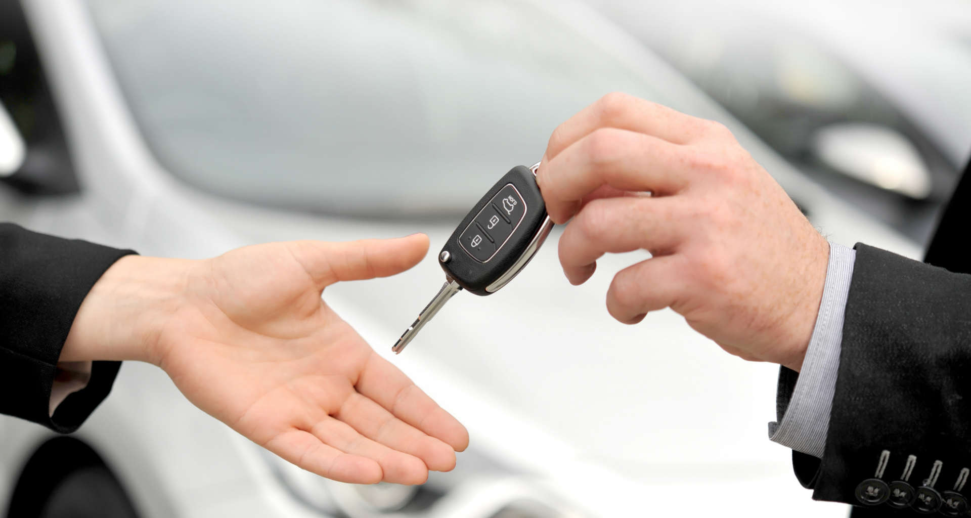Želite najeti avto? Pomagali vam bomo najti pravega ponudnika najema avtomobilov