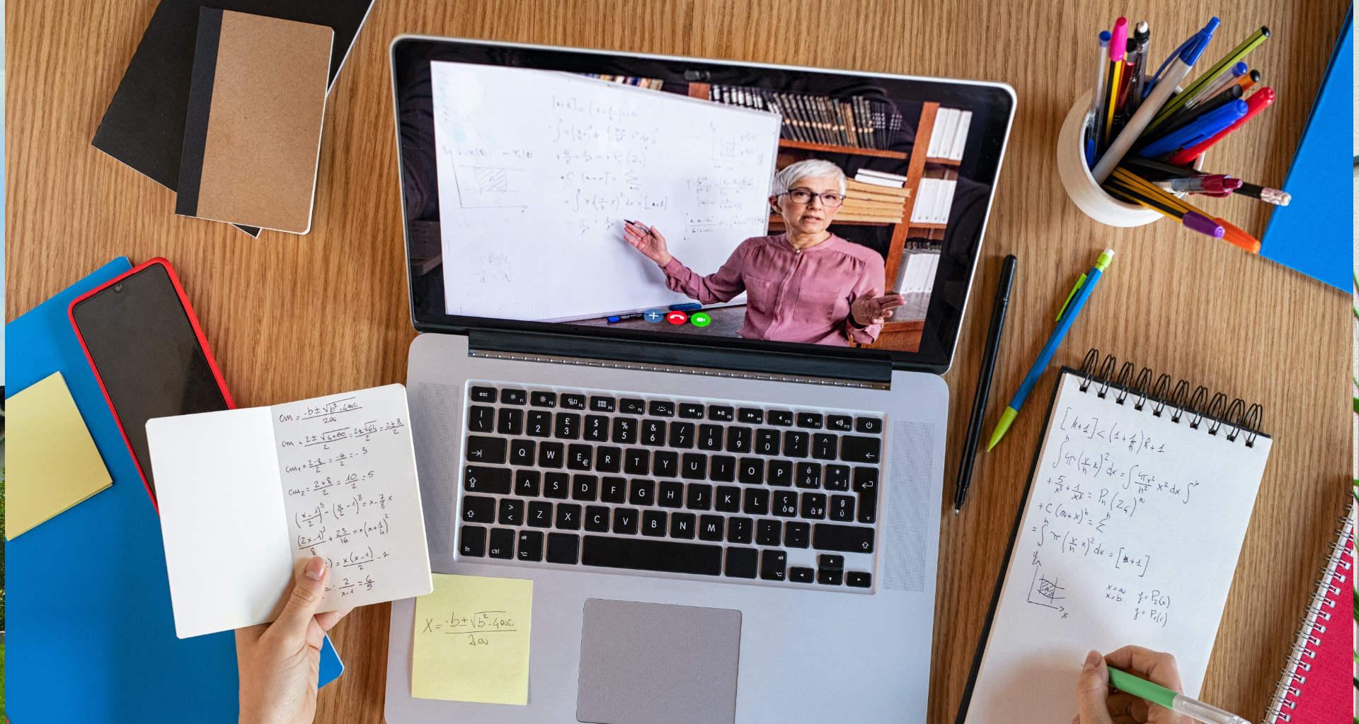 Iščete ponudnika e-učenja na daljavo? Pomagali vam bomo najti pravega ponudnika e-učenja na daljav