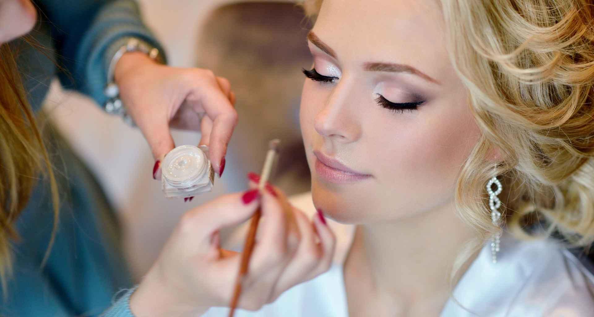 Iščete make-up artista, organizirate dogodek? Pomagali vam bomo najti pravega make-up artista za vaš dogodek