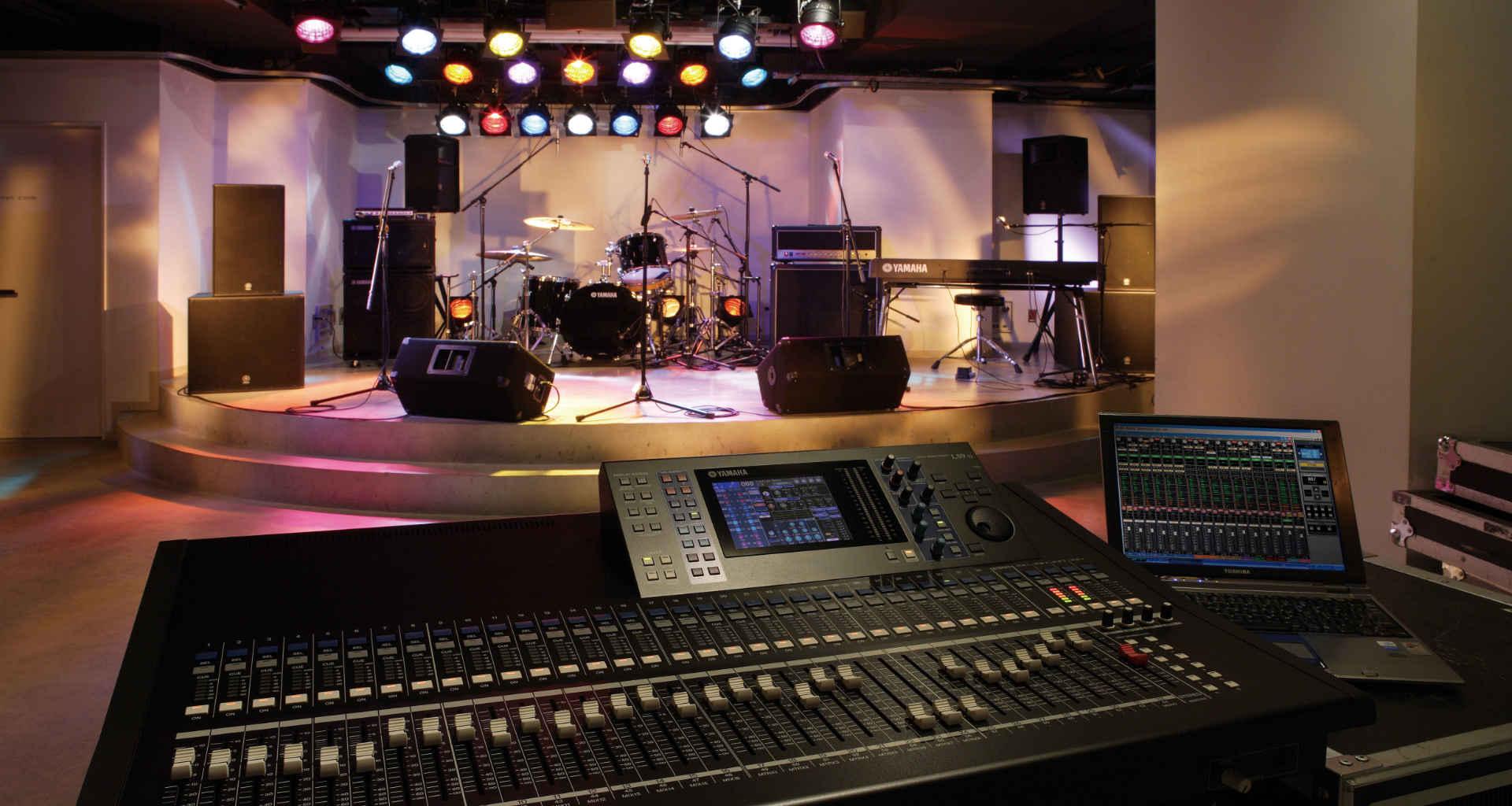 Organizirate dogodek in potrebujete ozvočenje / razsvetljavo? Pomagali vam bomo najti pravega ponudnika ozvočenja in razsvetljave za vaš dogodek
