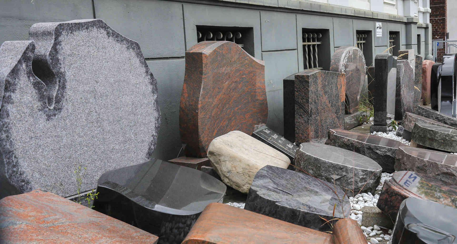 Iščete kamnoseka za nagrobni spomenik? Pomagali vam bomo najti pravega kamnoseka za nagrobni spomenik