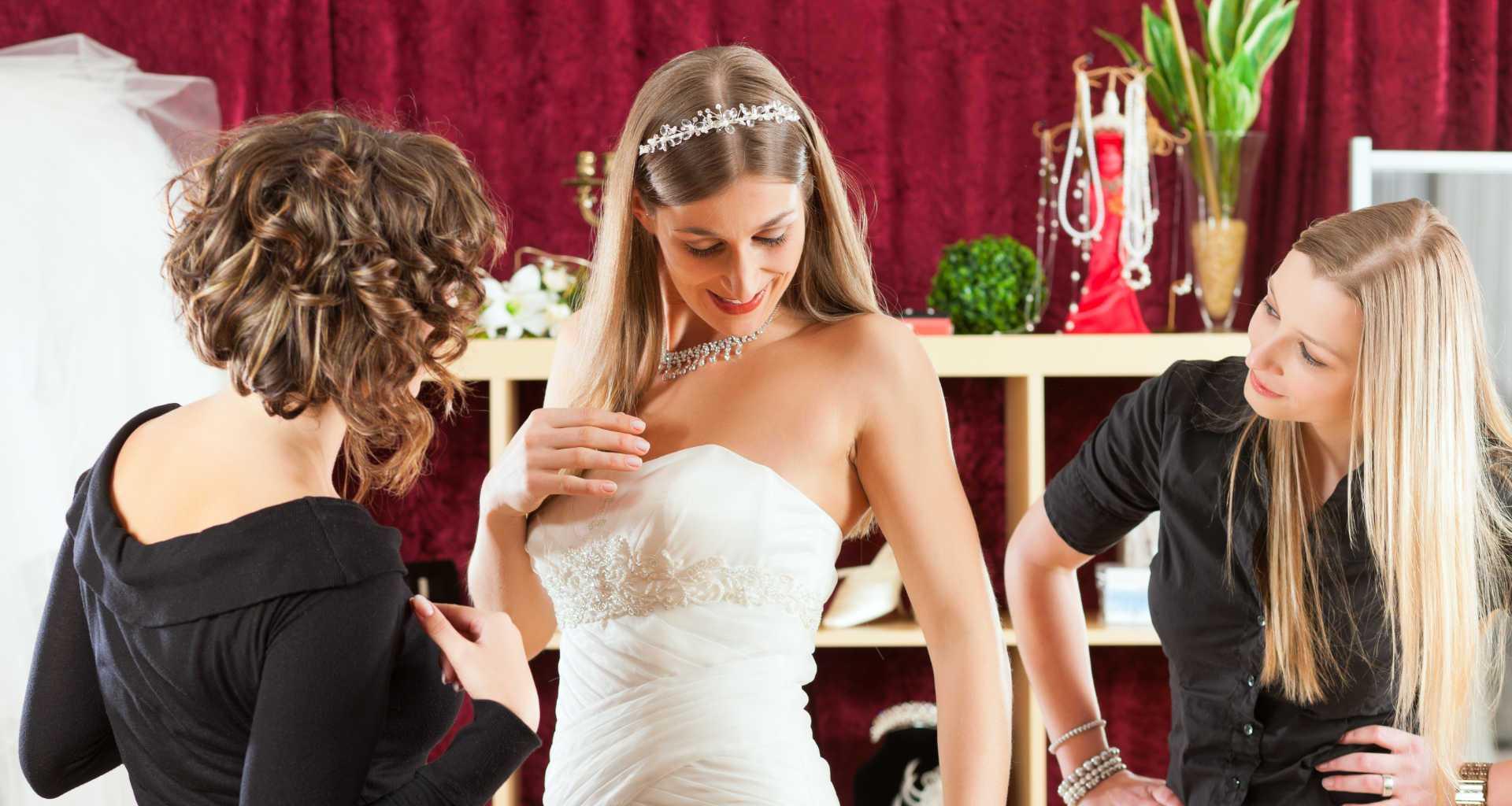 Iščete poročno obleko? Pomagali vam bomo najti pravo poročno obleko