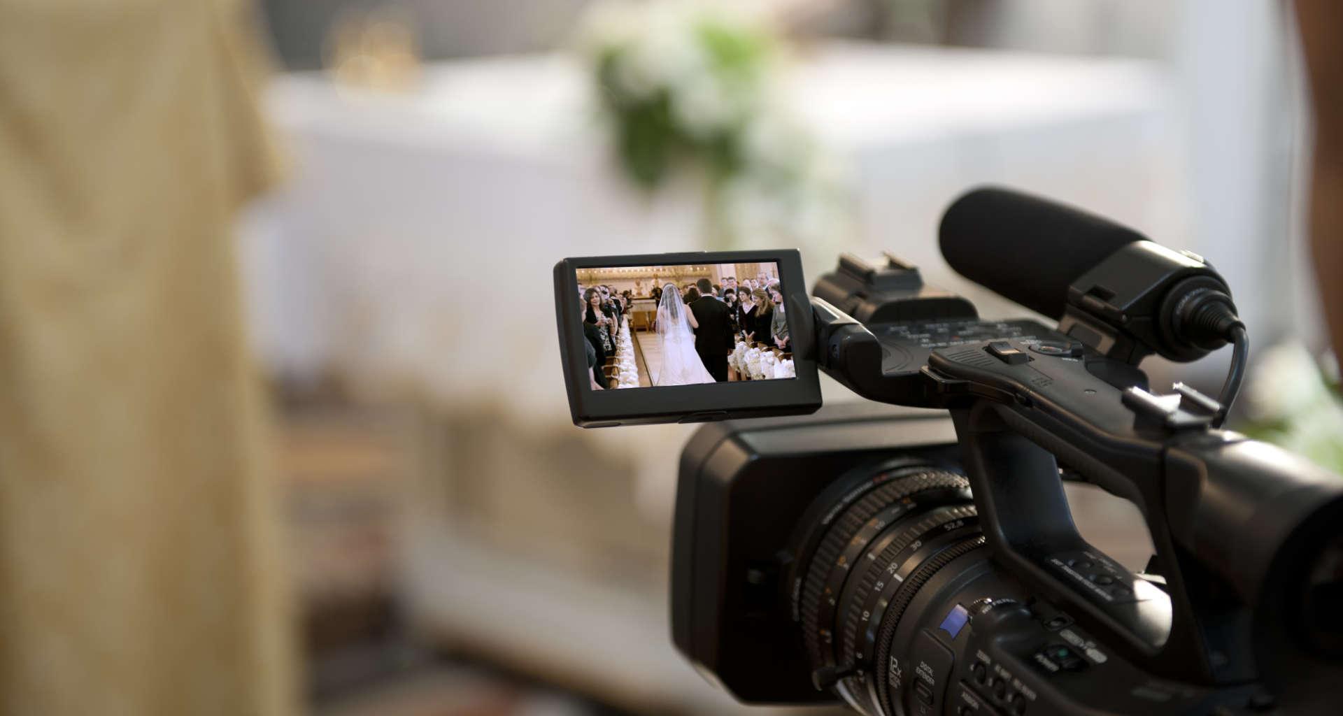 Iščete snemalca za svojo poroko? Pomagali vam bomo najti pravega snemalca za vašo poroko
