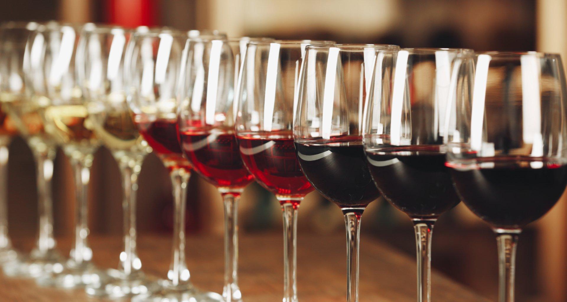 Organizirate dogodek in želite postreči vino? Pomagali vam bomo najti pravega dobavitelja vina za vaš dogodek